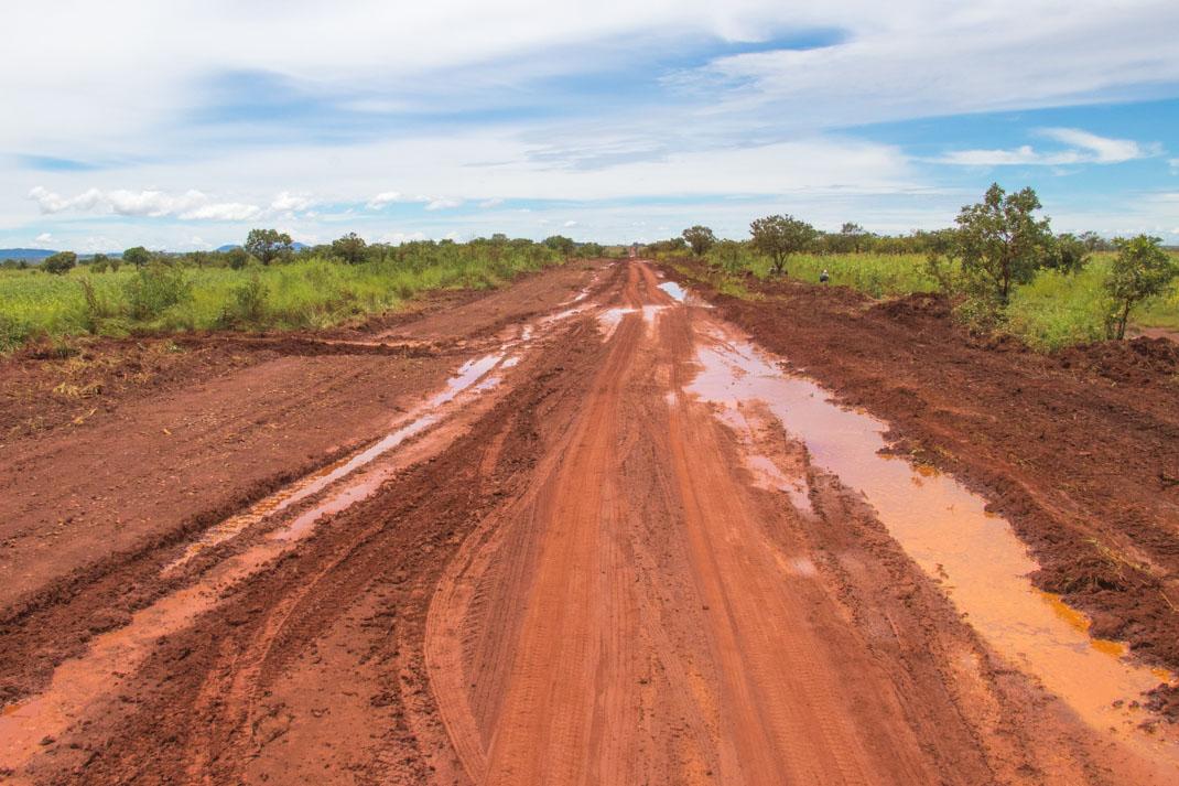 boggy road, Angola