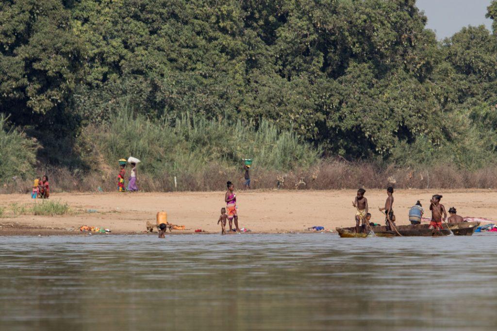 Daily life on the Tsiribihina River