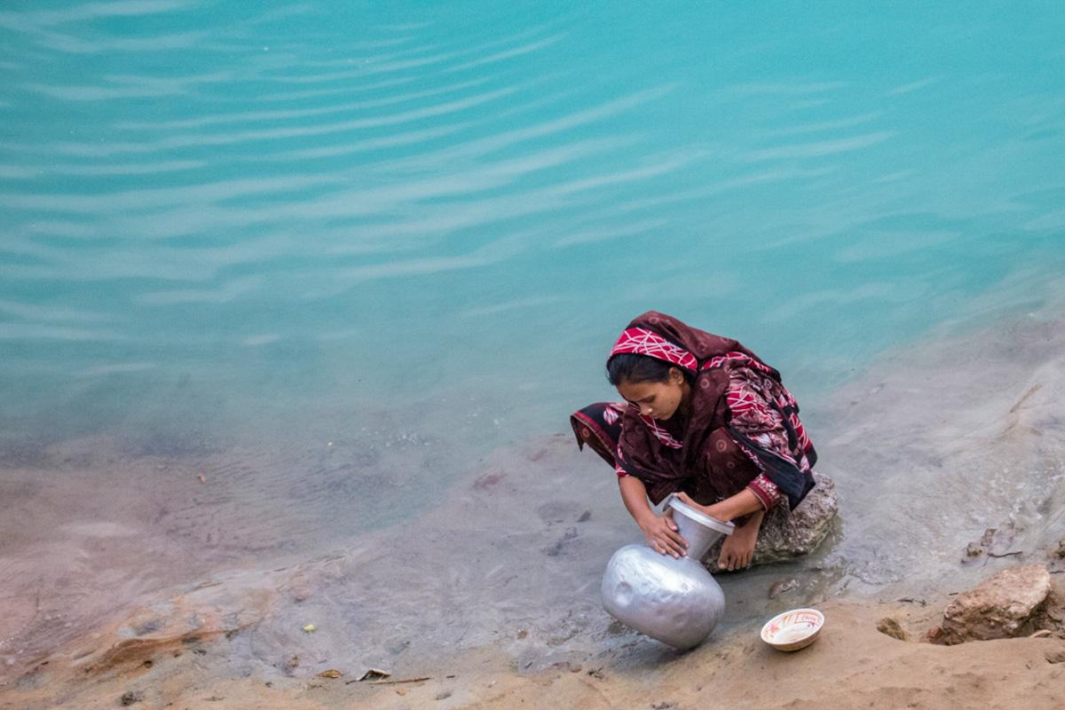 Local washing in the Lalakhal River - Bangladesh