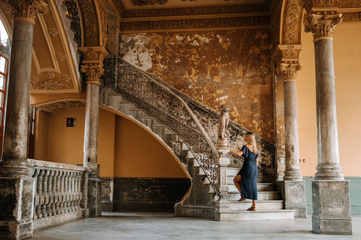 Guardia Stairs Havana Highlights