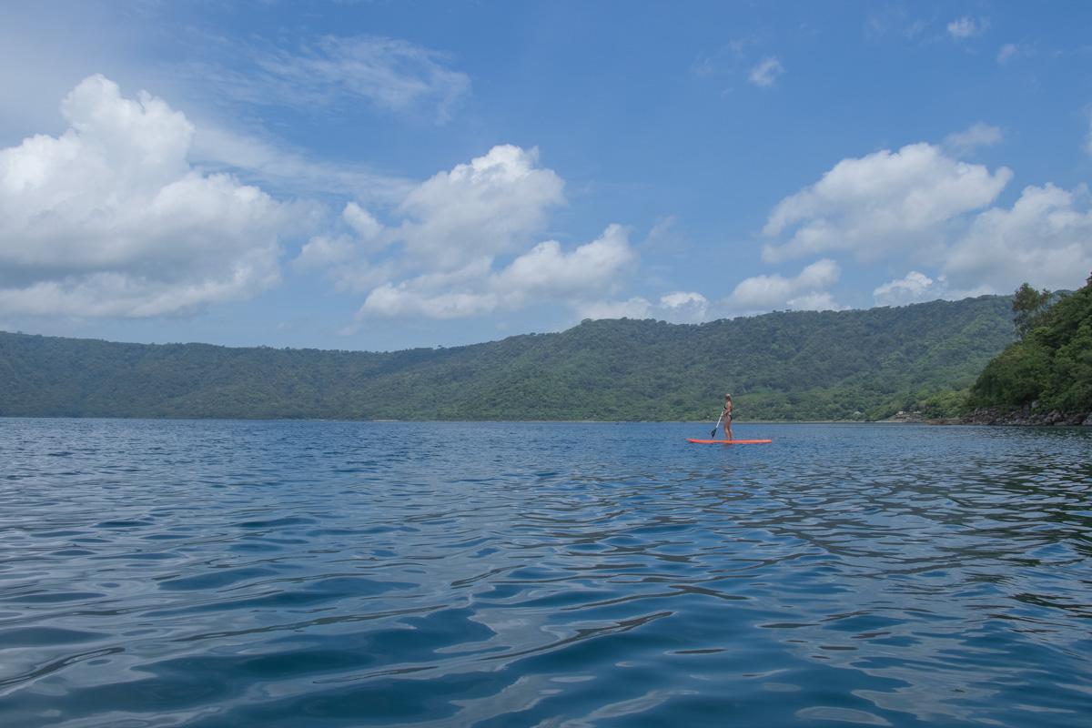 Laguna de Apoyo paddle boarding