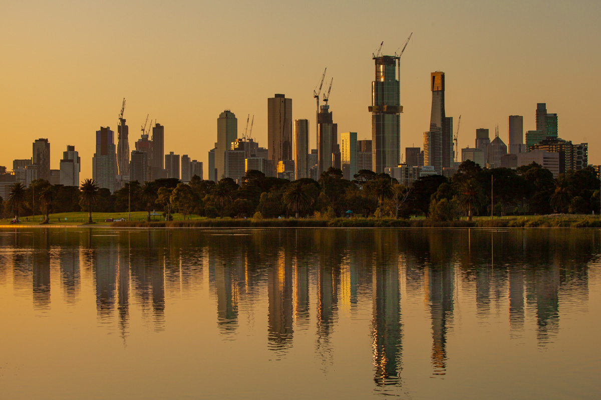 Albert Park Lake sunset - Our favourite parks of inner city Melbourne