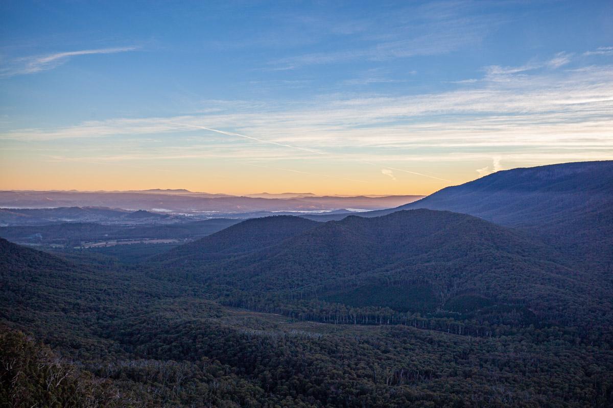 sunrise at South Jawbone Peak